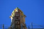 Sagrada Família. Fruites coronant un pinacle del mur exterior de lanau