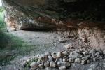 Cova del Potau o Cova del Pi Blanc o Cova del Pa Blanc. Sarral, Serra del Comaverd, Conca deBarberà