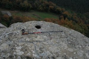 Gravat rupestre, cavall, al costat de Sant Feliuet de Savassona