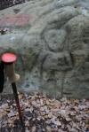 Roca del nen o de l'home. Roca amb gravats rupestres amb una figura antopomorfa al Pla deSavassona