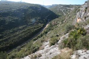 Vista del Fondo o Vall de la Seguera des de la Cova dels Segarulls (Olèrdola, Alt Penedès)